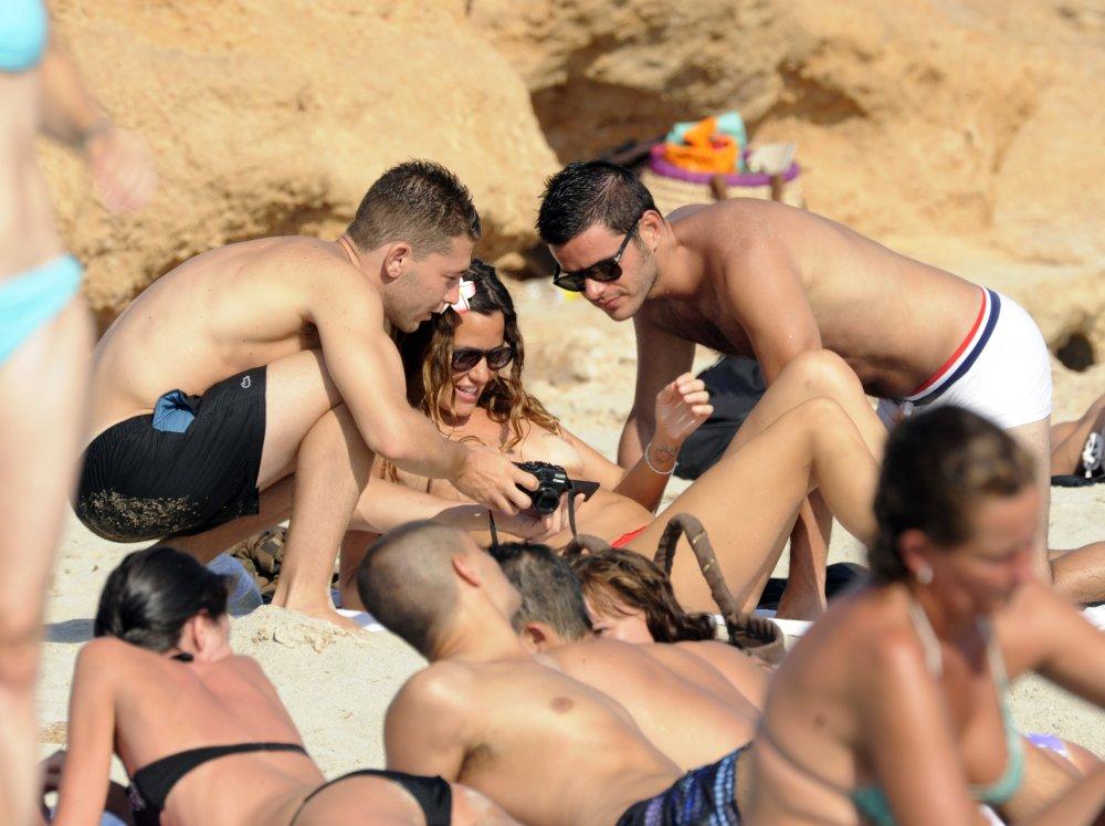 alessia fabiani upskirt Alessia Fabiani topless in Formentera Alessia Fabiani topless in Formentera ...