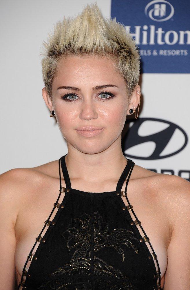 Miley Cyrus PreGRAMMY 2013_6 - Video CelebritiesVideo ... Miley Cyrus Grammys 2013