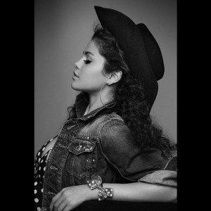 selena v magazine4 300x300 Selena Gomez   V Magazine V94 Spring 2015