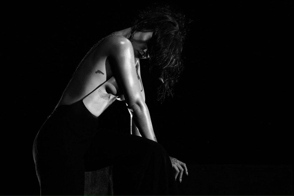 Rihanna_KissItBetter__4_