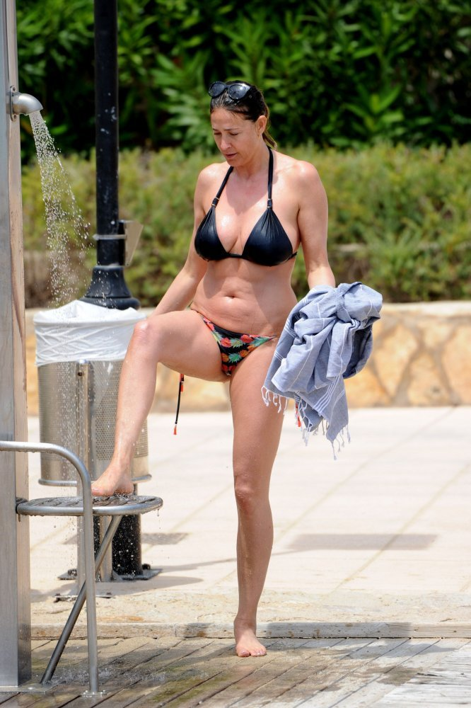 Lisa-Snowdon-Sexy-Topless-14