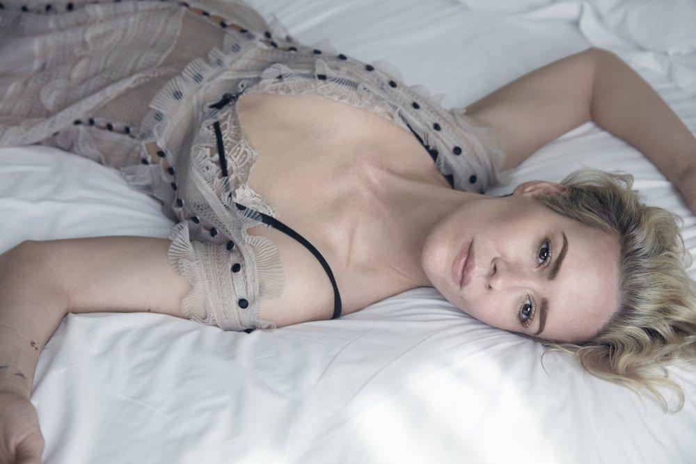 sarah paulson topless