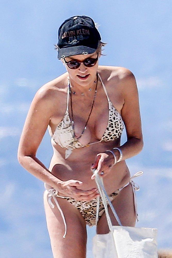 Sharon Stone oops nip slip