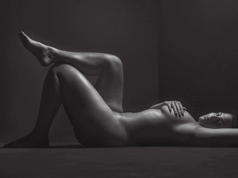 Ashley Graham Nude Photoshoot By Mario Sorrenti For V Magazine, May 2017