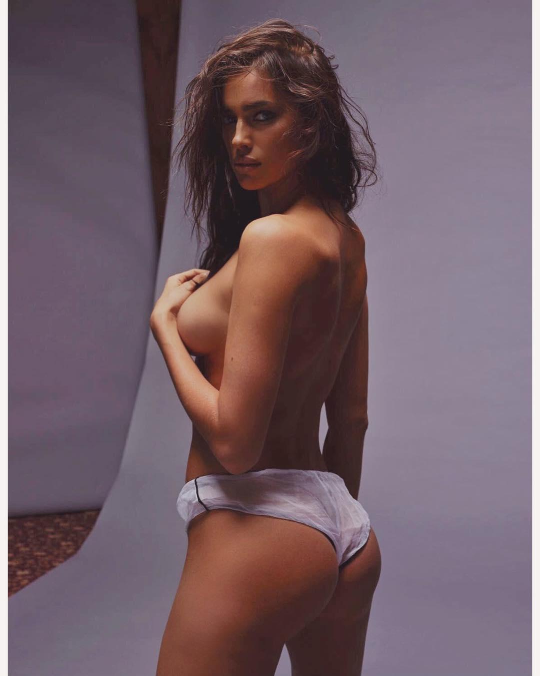 shayk topless